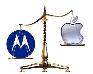 Вслед за поражением в патентной тяжбе c Motorola Mobility, связанной с использованием беспроводной технологии GPRS, Apple потерпела еще одну неудачу. На сей раз немецкий суд признал правомерными жалобы компании Motorola Mobility касательно нарушений патентов, связанных с онлайн-сервисом iCloud, который предназначен для синхронизации электронной почты и других данных между устройствами.  Как сообщает блог Foss Patents, суд наложил бессрочный запрет на использование в устройствах сервиса iCloud и мгновенной доставки почты. Решение суда города Мангейма может позволить Motorola наложить запрет на продажи устройств от Apple, поддерживающих iCloud, на территории Германии. Но запрет является «предварительным к исполнению». Если Apple подаст апелляцию и выиграет, то компания Motorola не будет нести ответственности за ущерб от примененного ранее запрета.  В случае запрета Apple придется изменить сервис iCloud для жителей Германии, чтобы доставка писем осуществлялась по определенному расписанию, а не сразу же после того, как письмо попадет в почтовый ящик на сервере.??Это судебное решение вынесено по жалобе, поданной еще в апреле прошлого года. Кроме того, Apple имеет право оспорить это решение и подать официальную апелляцию в Верховный земельный суд в Карлсруэ.